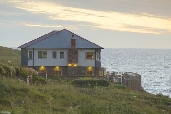 best blaces to eat and stay in Cornwall Lewinnick lodge in Pentire a wilder life